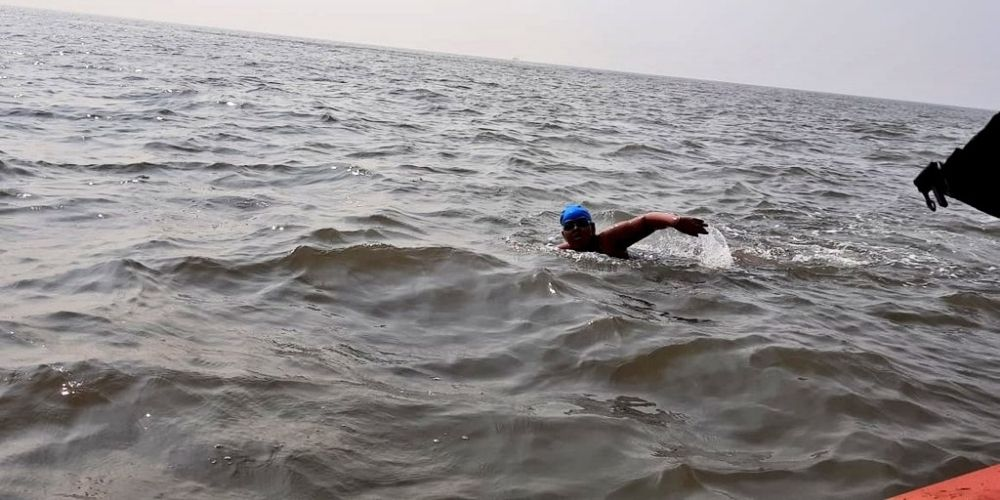 12-year-old Autistic girl sets new swimming world-record in Arabian Sea