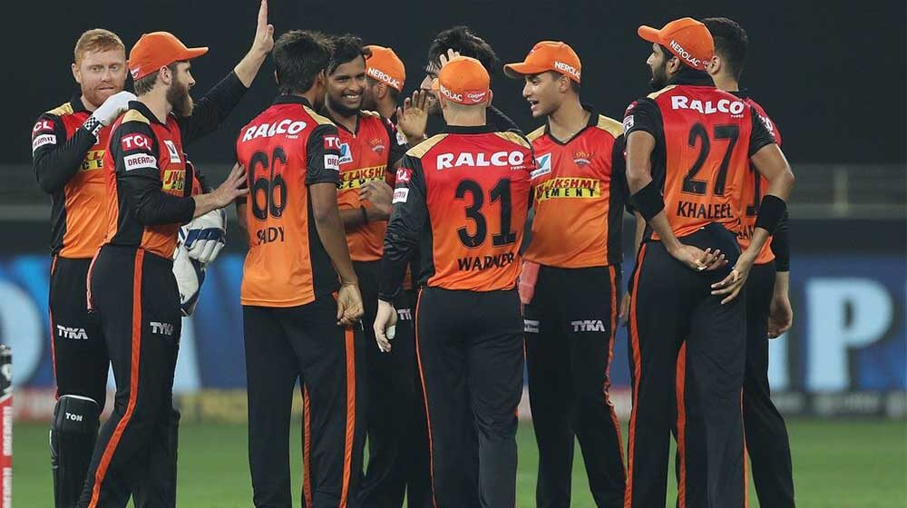 SRH players wore black armbands on the field to pay tribute to NajeebTarakai