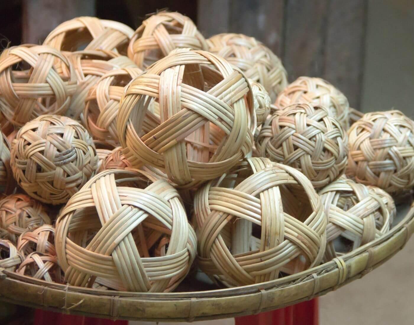 Chinlone caneball