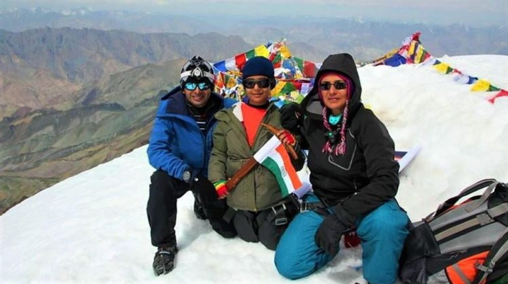 Kamya hosted the Indian flag with her Parents at MT Elbrus