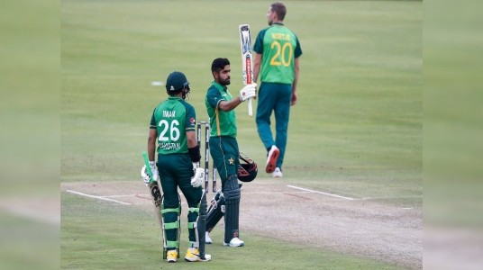 Pakistan crushes South Africa ...